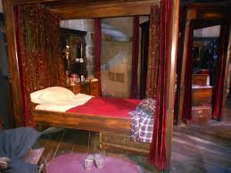 gryffindor bedroom hogwarts bedroom photos and video wylielauderhouse com