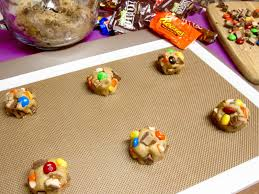 leftover halloween candy cookies candy bar cookies lindsay ann