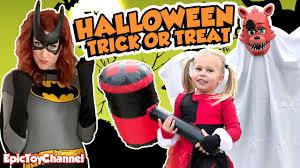 Real Life Halloween Costumes Batgirl Harley Quinn U0026 Foxy Five Nights At Freddy U0027s Halloween