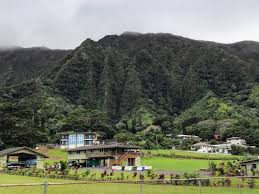 mountain backdrop a backdrop for kaneohe homes on oahu ko olau mountain