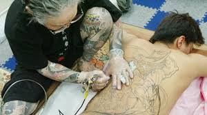 100 how much do tattoo artists make how much do tattoo