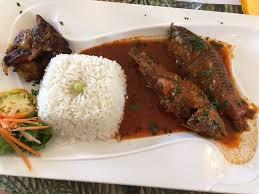 en cuisine avec coco atipa sauce coco poisson avec des écailles qui forment une