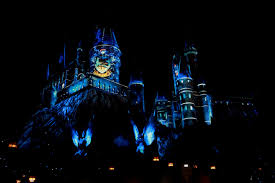 nighttime lights at hogwarts the night lights up hollywood s wizarding world endorexpress