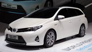toyota hybrid video anthony davidson reviews the toyota auris hybrid auto