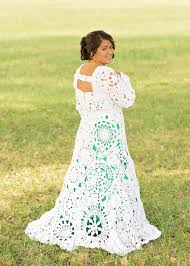 bride wars wedding dress bride spends 8 months crocheting her own 70 wedding dress and it
