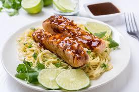 cuisiner le saumon saumon nos 33 meilleures recettes santé et savoureuses de saumon