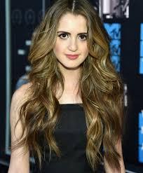 did laura marano really cut her hair laura marano s short haircut austin ally actress debuts lob