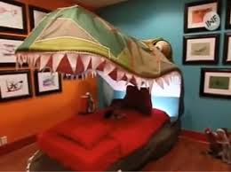 Extreme Makeover Home Edition Bedrooms - queen of tattoo decoracion de dinosaurios para dormitorio