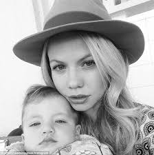 pheonix hairshow tammin sursok shows off blonde hair in selfie with daughter