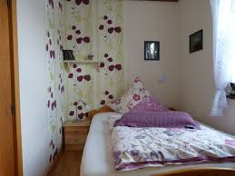 Schlafzimmer Gross Einrichten Funvit Com Kleine Jugendzimmer Einrichten