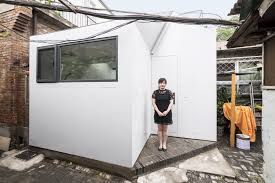 Chaise Polycarbonate Fly by This 10 000 Tiny Home Can Be Built With A Single Tool In Less