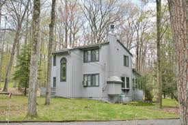 Saltbox Architecture Pennsylvania Waterfront Property In Lake Wallenpaupack Pike