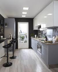 cuisine deco design une cuisine en longueur design fonctionnelle leroy merlin