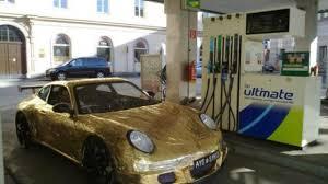gold porsche 911 gold porsche 911 cardboard edition revisited hits 10mph motor1