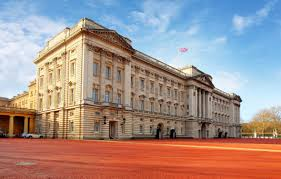 amazing side view of the buckingham palace
