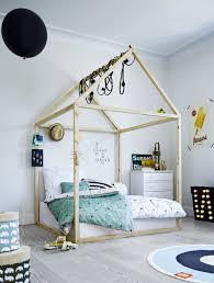 chambre d enfant originale chambre d enfant lit dans une maison en bois beau et