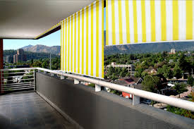 windschutz balkon stoff senkrechtmarkise balkon fenster sichtschutz markise windschutz