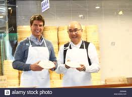 tom cruise learned how to make small steamed buns with chef in din
