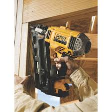 Paslode Roofing Nailer by Cordless Or Pneumatic Nailers Pro Construction Guide