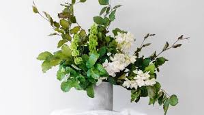 Floral Arrangement Diy Tips For Asymmetric Flower Arrangement Stuff Co Nz