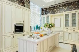 cuisine classique cuisine classique 33 idées d aménagement du rustique et moderne