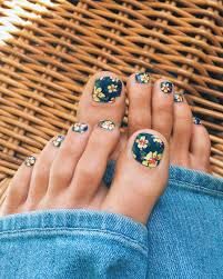 hibiscus print toes yay for more tropical nail art girly stuff