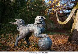 foo dog statue foo dog statue stock photos foo dog statue stock images alamy