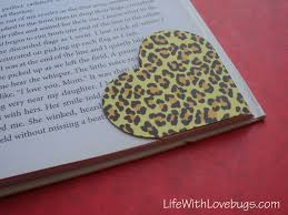 how to make a heart bookmark from the corner of an envelope