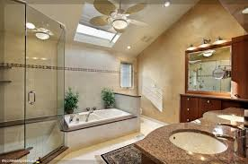 moderne badezimmer mit dusche und badewanne hausdekorationen und modernen möbeln tolles badezimmer eng