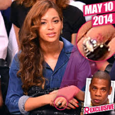 beyonce removing ring finger tattoo