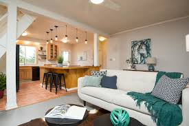 livingroom realty lofty lifestyle available now in multnomah living room