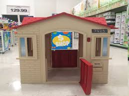 outdoors little tikes playhouse cottage playhouse little