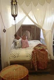ciel de lit chambre adulte chambre bohème atmosphère romantique en blanc bedrooms moroccan