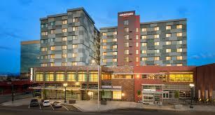 downtown everett wa hotel courtyard
