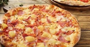 cuisiner une pizza jambon ananas et bacon un trio parfait cuisiner la meilleure