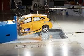 si e auto crash test volvo v40 è l auto dei record di sicurezza volvotv