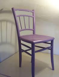 chaise violette chaise violette destroyée a photo de 3 meubles violette à l eau