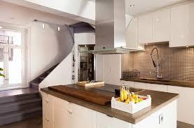 cuisine sous escalier design interieur aménagement sous escalier cuisine blanche
