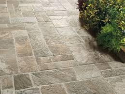pavimentazione giardino prezzi gallery of pavimenti in pvc per esterni e giardini piastrelle
