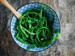 cuisiner les fanes de radis salade de fanes de radis à l asiatique recettes de cuisine