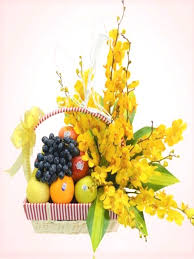 how to make a fruit basket arrangement how to make a do it yourself edible fruit arrangement kabobs edible