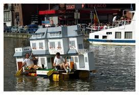 Bathtub Race Track 10 Strange And Wonderful Boat Races Mental Floss