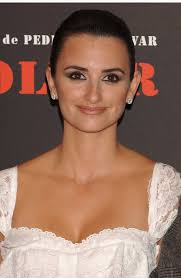 makeup pinit penelope cruz added a sultry effect to her glowing skin with a smoky eye