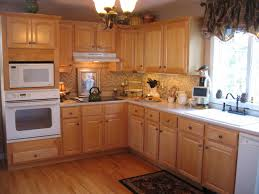What Color Goes With Maple Cabinets by Light Oak Kitchen Cabinets Maple Cabinets With Subway Tile