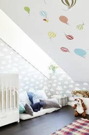 kinderzimmer mit schräge wandtattoo dachschräge häusliche verbesserung neue blickwinkel