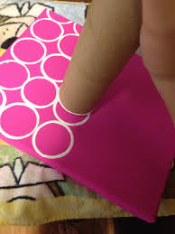 easy teacher gifts paint canvas make dots with old toilet paper