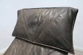 ikea chaises pliantes et empilables chaise longue skye en cuir marron par tord björklund pour ikea