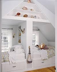 chambre enfant comble chambre d enfants créer deux espaces sous combles rêve de combles