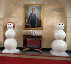 obamas get set for last christmas in the white house and unveil