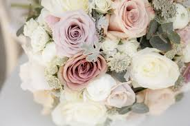 wedding flowers questions to ask 5k wedding wednesday frugal flowers from sam s club an